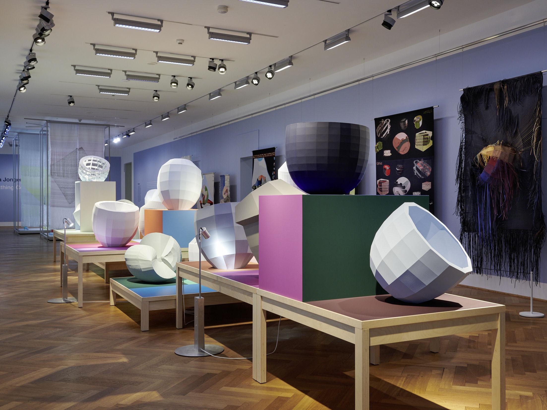 Öffentliche Führung & letzter Ausstellungstag: Hella Jongerius – Breathing Colour